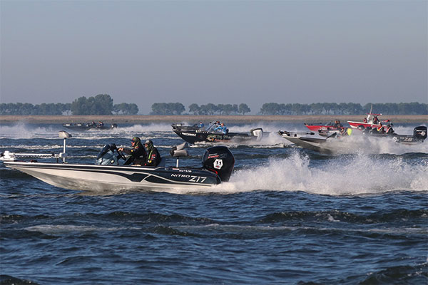 600x400-Boats-off-start-line